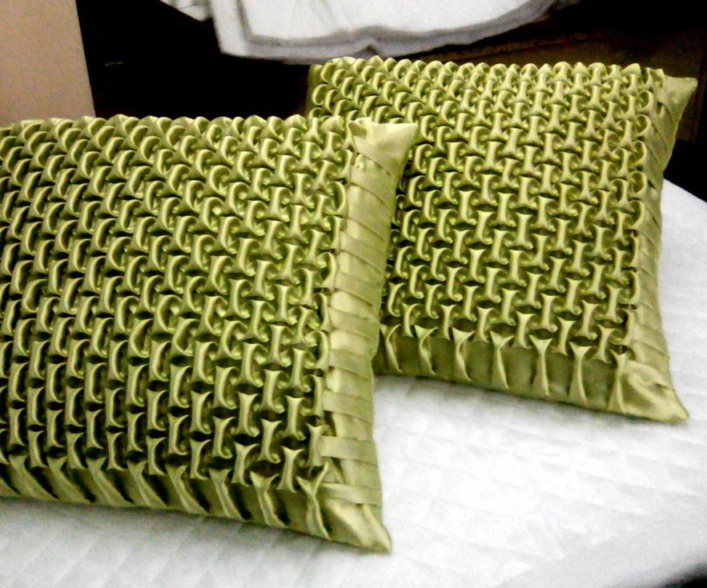 декоративная подушка со складками буфы