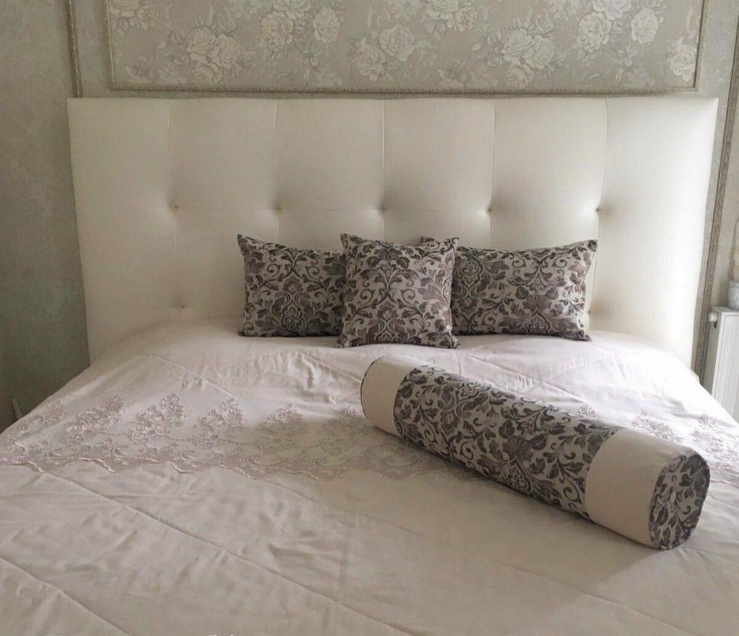 Комплект покрывало с ромбовидной стежкой и декоративные подушки